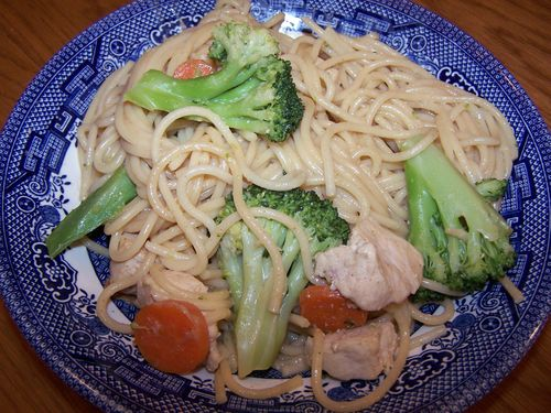 Noodles with Chicken In Peanut Sauce
